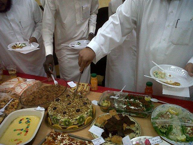 (لا تصاحب إلا مؤمنا ولا يأكل طعامك إلاتقي)