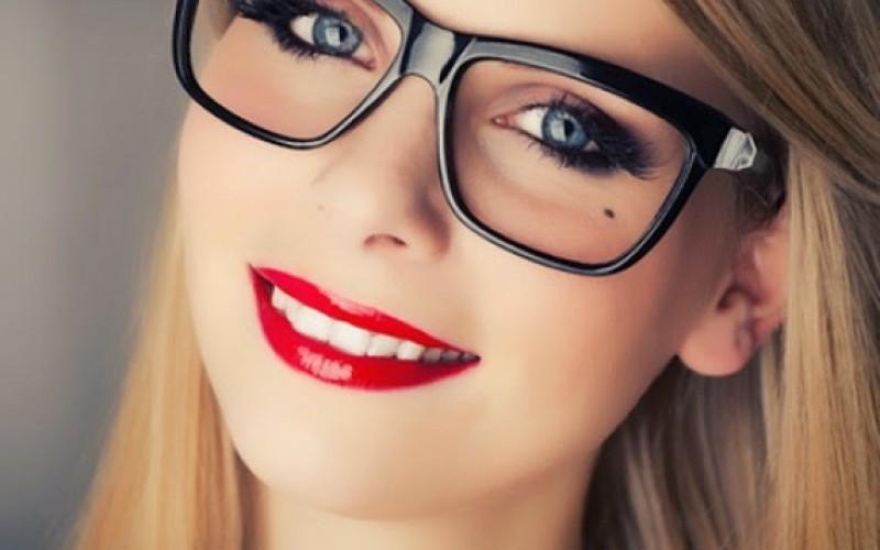 المكياج المناسب مع النظارات الطبية