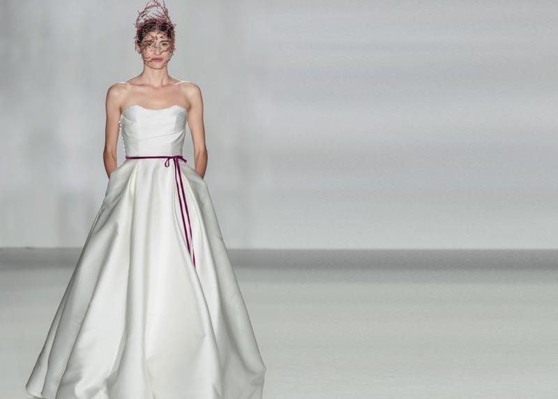أجمل فساتين زفاف ستان خريف2020