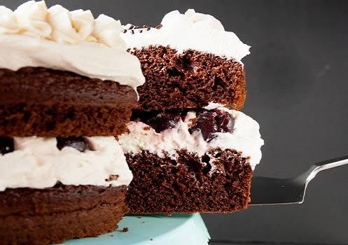 طريقة عمل كيكة الشوكولاتة المحشوةبالكريمة
